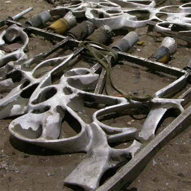 NYC, 40 Bond Street, Sculptural Gate - Foundry Process, Casting of Segments in Autumn 2006 - Photo Bo Gehring